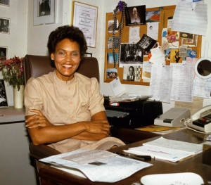 "Charlayne Hunter-Gault in her office at the PBS ""MacNeil/Lehrer Report"" in 1983."